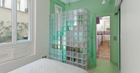 Briques de verre: une nouvelle tendance dans la salle de bains